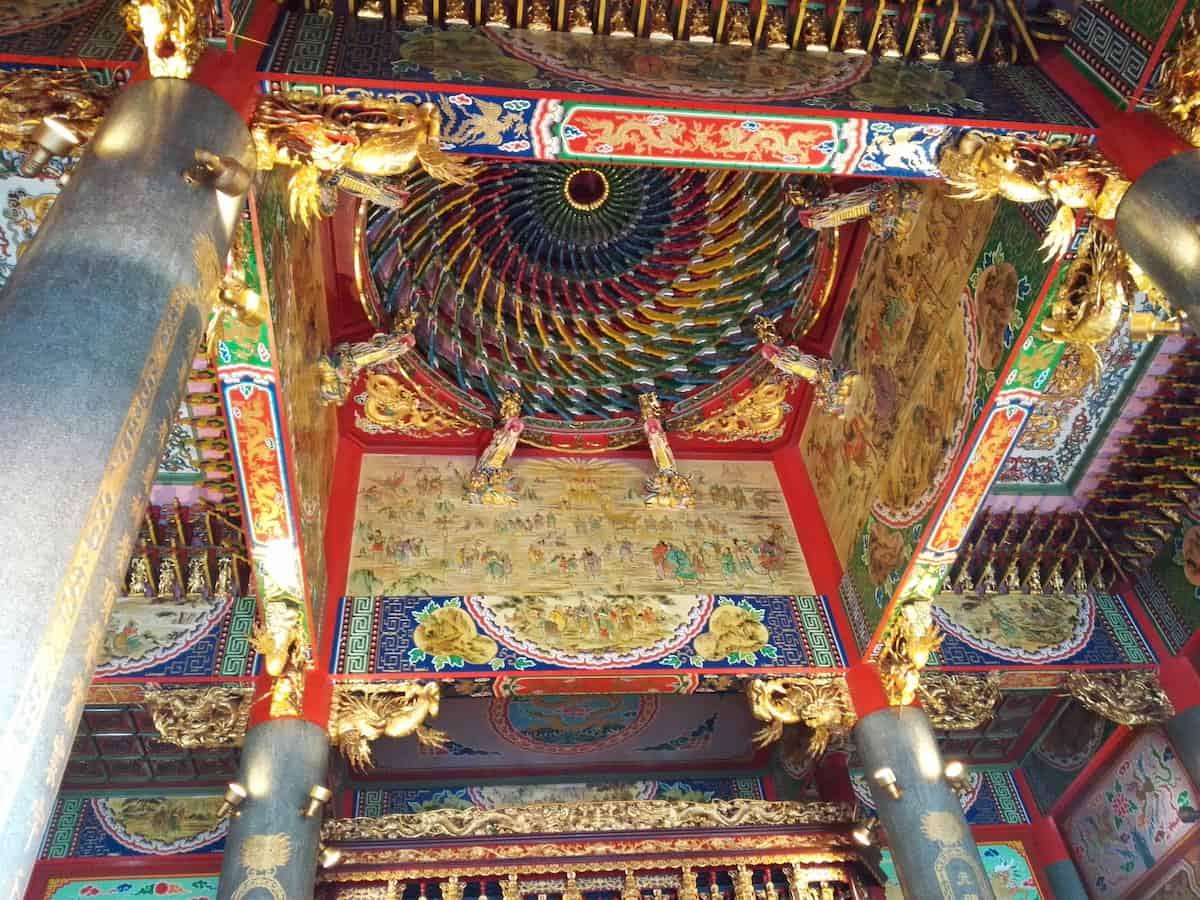 聖天宮の本殿天井