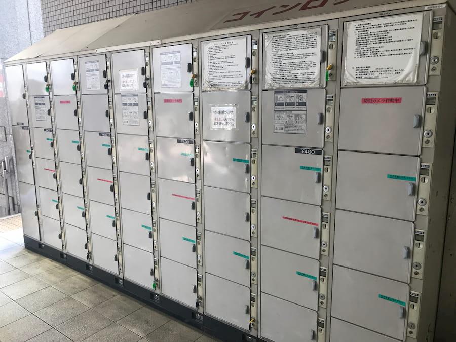川越駅西口1階階段前のコインロッカー
