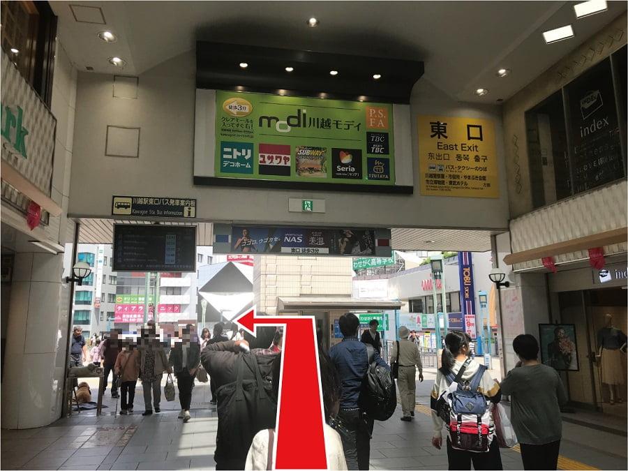 川越駅からアトレの方向に向かう
