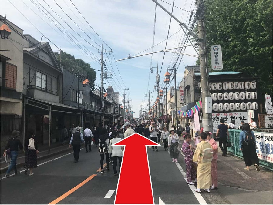 「蓮馨寺」の前の道路を直進