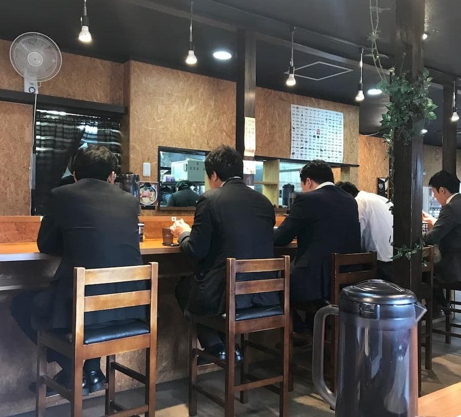 寿製麺よしかわ川越店の店内