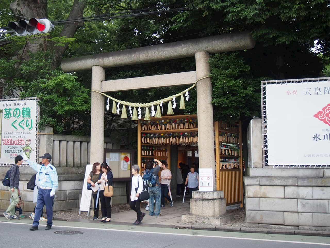 「縁むすび風鈴」期間中の神社の入り口