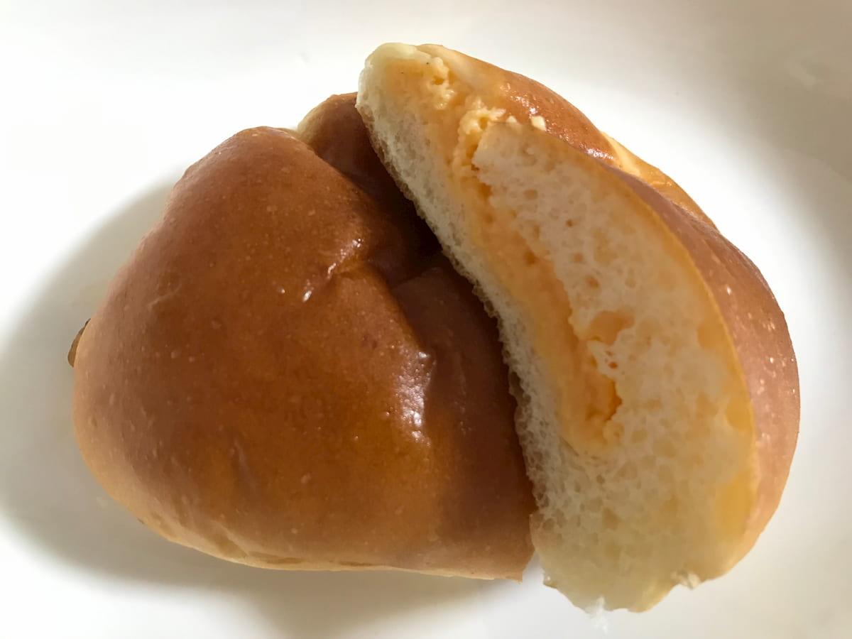 幸せを呼ぶクリームパンの断面