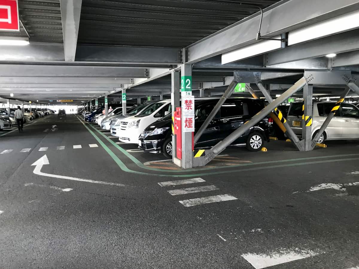立体駐車場の中