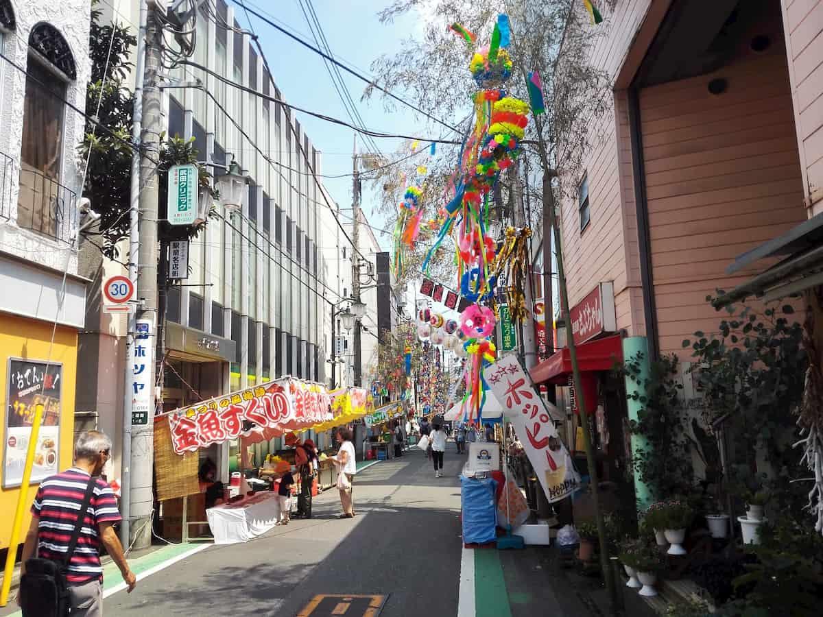 上福岡七夕まつり開催中の商店街