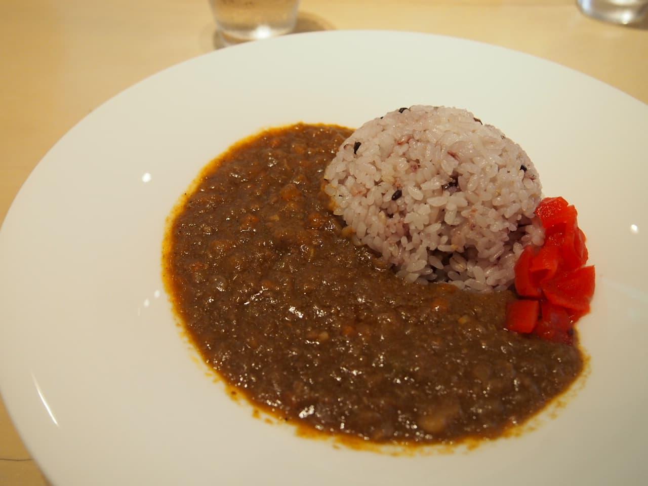雑穀米とスパイスの効いたカレー
