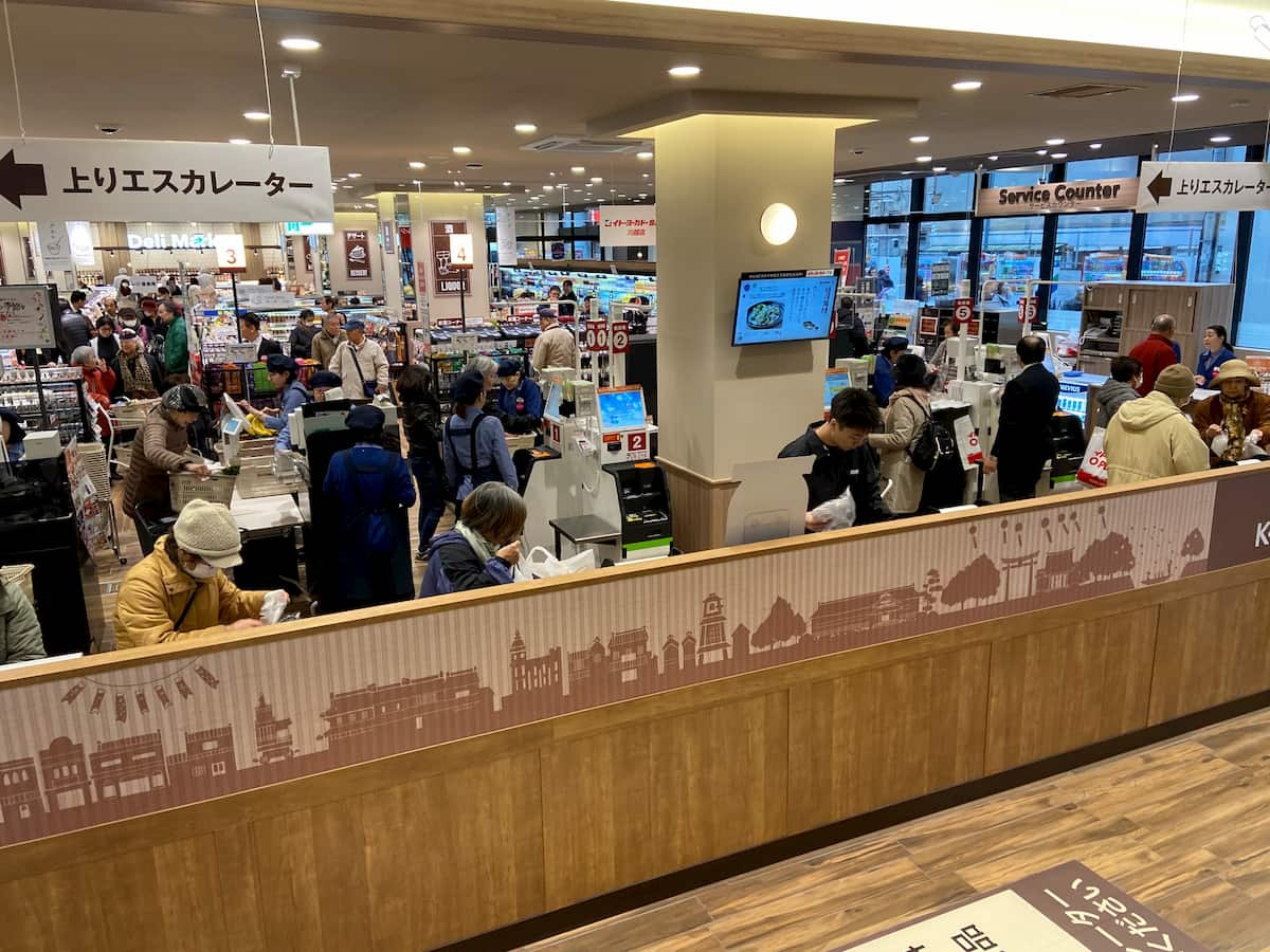 イトーヨーカドー食品館川越店のレジ周辺