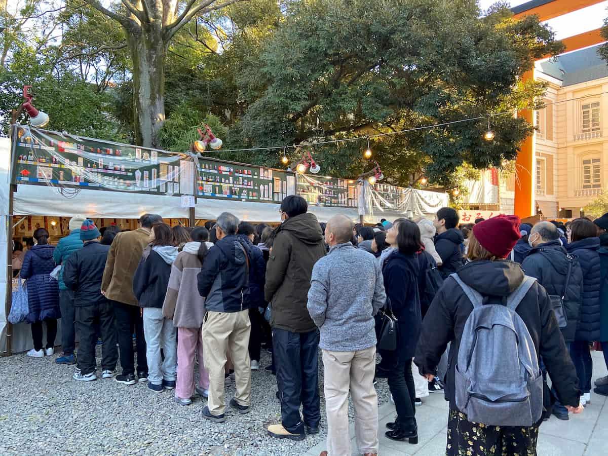 川越氷川神社のお守り売り場の行列