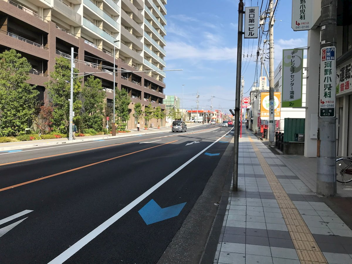 鴻巣駅から真っ直ぐに伸びる道