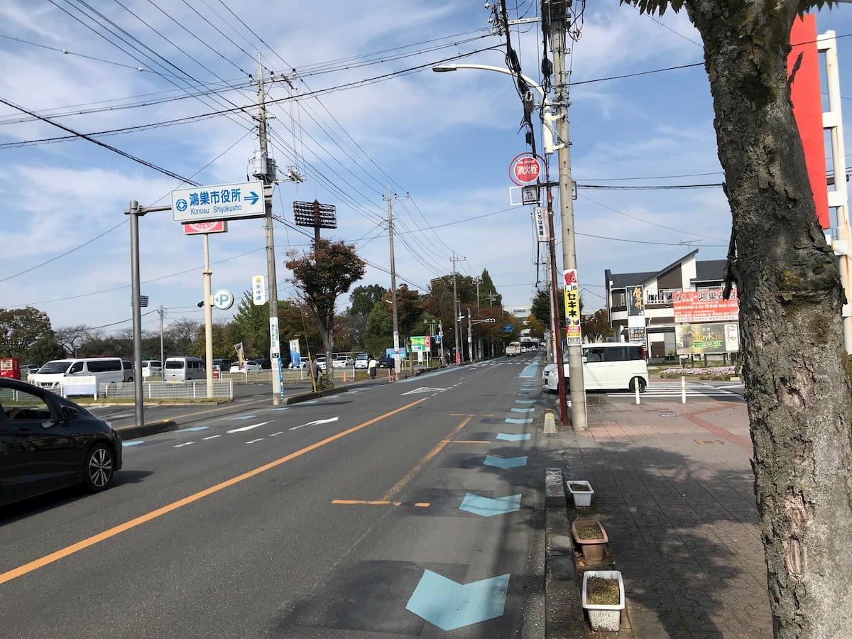 鴻巣市役所の前