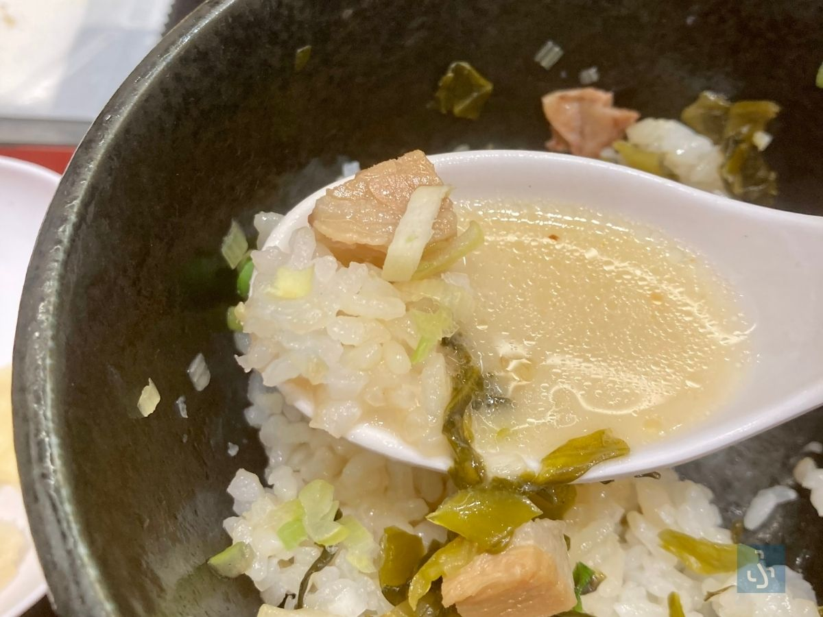 チャーシューごはんと鶏白湯塩そばのスープ